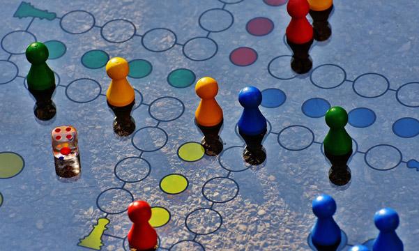 Attività a tavolino, giochi da tavolo, narrazioni, laboratori